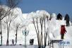 """哈尔滨:国际雪雕比赛中的""""严寒斗士"""""""