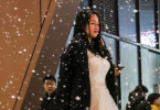 浪漫!女子身穿婚纱造雪向男友求婚成功
