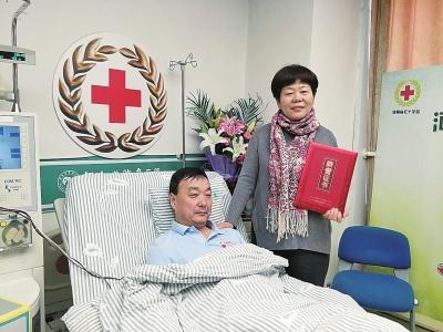 """时时彩投注app官方下载:郑州""""爷爷级""""志愿者进行第二次捐献:救人就要救到底"""