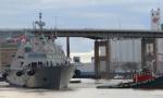 美海军最新战舰首航遭冰封 趴在加拿大哭着等春天