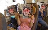 """摄影师用40年拍摄""""火车上的中国人"""":在车厢里做广播体操见过吗?"""