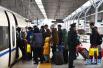 全国铁路春运迎最高峰时段 累计发送旅客过亿人次