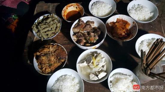 王福满家注册鹿鼎年夜饭。