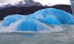 崩裂的湛蓝冰山