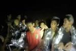 泰国被困洞穴第9名少年安全出洞 送往医院进行检查