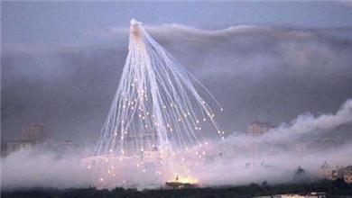 """美军疑用白磷弹:""""战场上空的魔鬼烟花"""""""