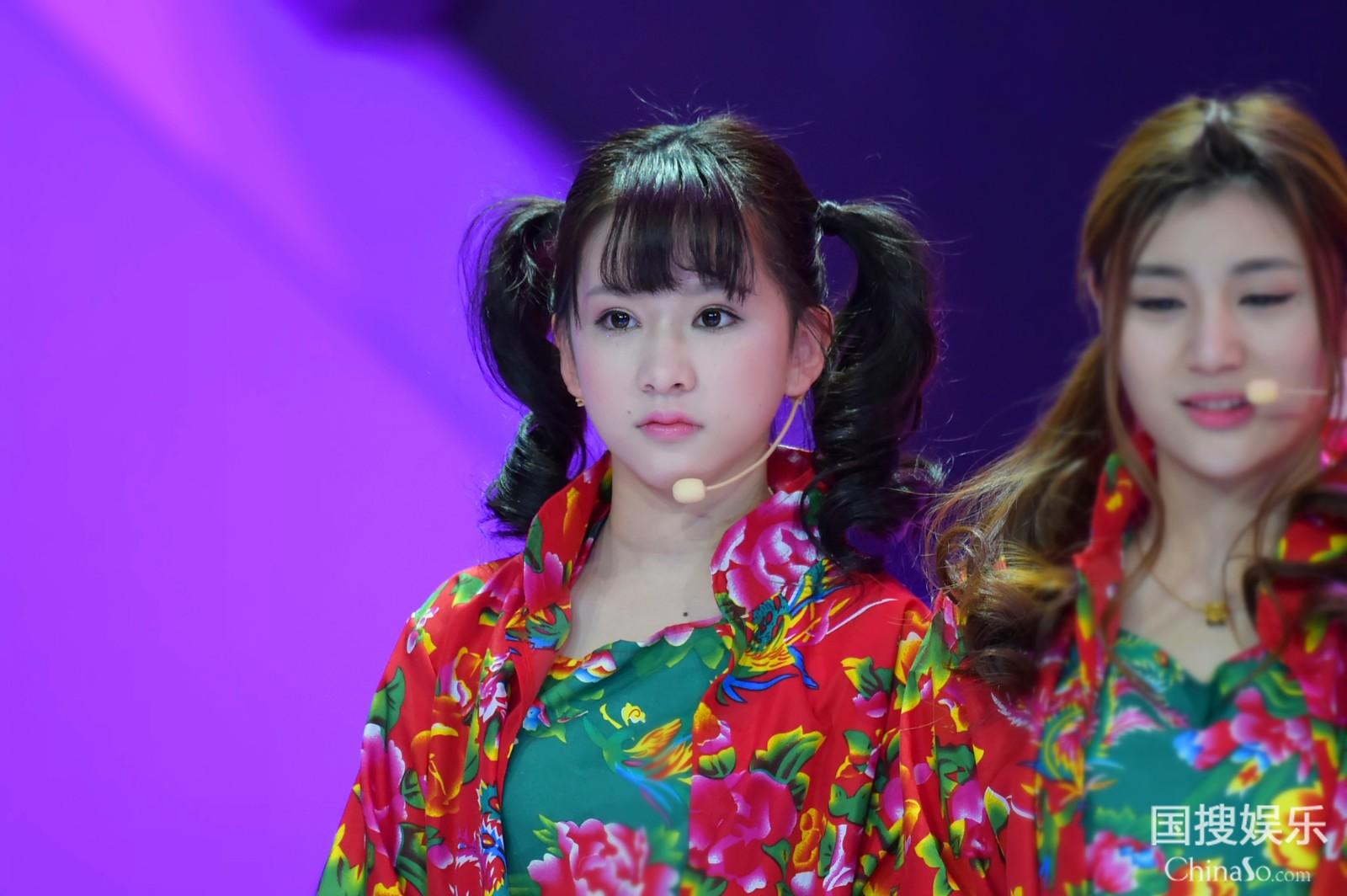 中国美手绢舞队形版_