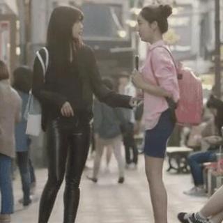 朴信惠抢了邓紫棋的皮裤?