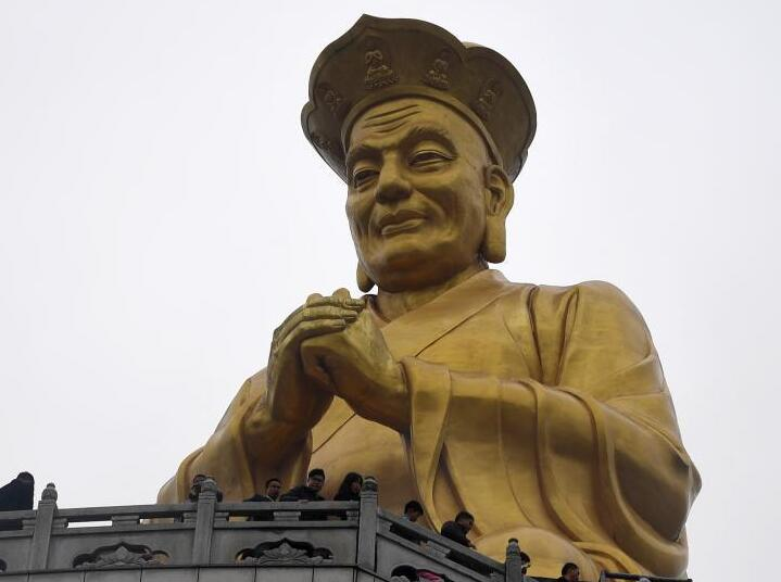 福建定光古佛春节受众多信众朝拜 是世界最高客家古佛