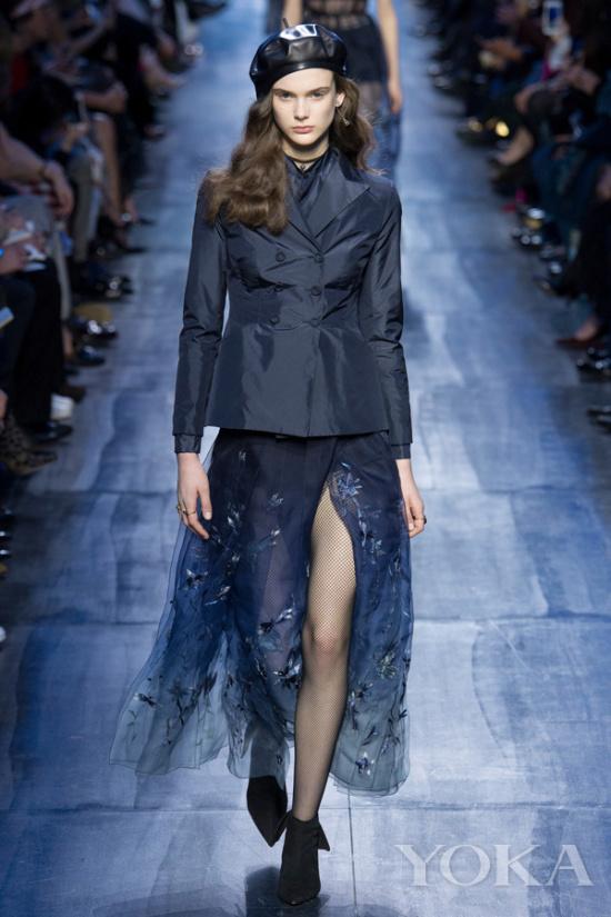 istian Dior2017秋冬秀场-今年最时髦的仙女裙穿搭