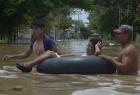 秘鲁洪水淹没街道