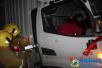 京港澳高速多车追尾 消防官兵破拆救出三人