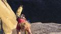 牛人玩命攀爬美国酋长岩 数百米高空挂吊床小憩看着腿软