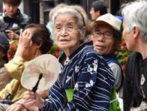 """老龄化日本为何没有""""老年团"""""""