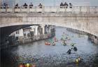 皮划艇划进古运河