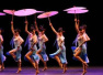 """""""欢乐春节""""巡演走进塞浦路斯 演员们表演群舞《小城雨巷》"""
