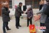 法治春联送村民 太康司法局充实节日群众精神文化生活