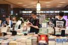 小长假书店的人多了