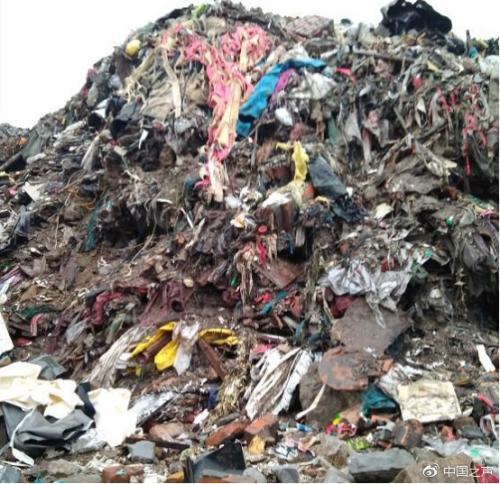 清运之前的垃圾山清运之前的垃圾。图片来源:央广网