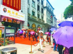 """记者重复排队10次 揭秘网红店""""充场""""背后隐秘江湖"""
