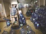 纯净水厂家生产条件不达标 居然还是农夫山泉的代理销售点