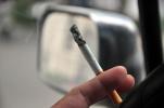 大巴司机开车时抽烟被劝反怼乘客:抽烟是为了大家的安全