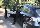 惨了 黑熊跑进私家车