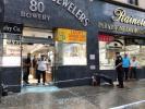 纽约华埠珠宝店遭2匪持枪打劫无人受伤 警方调查