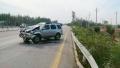 男子驾车低头看手机酿祸 事后却得感谢大货车救他一命