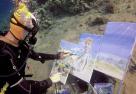 艺术家独创水下作画