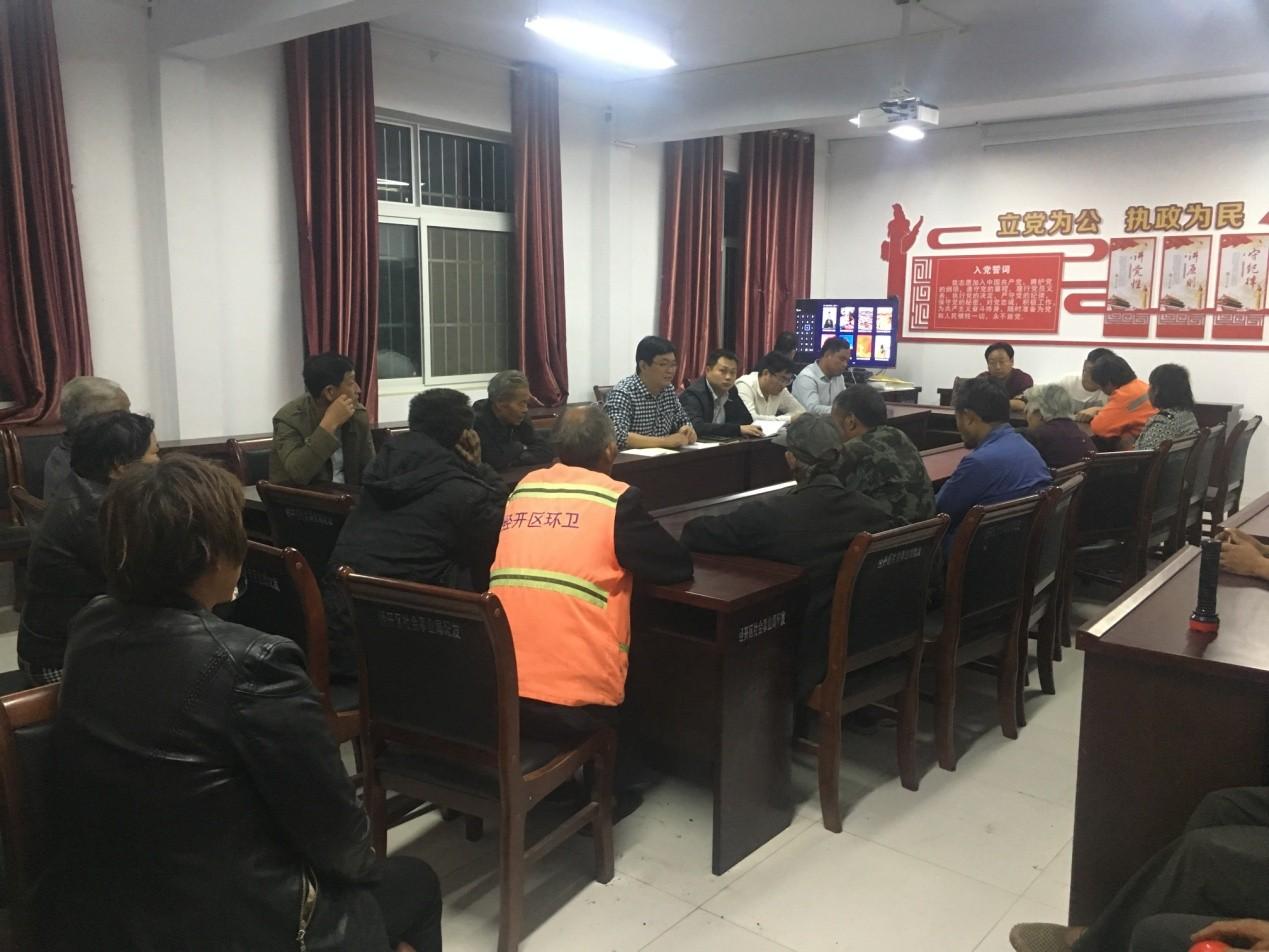 河南新乡:精准扶贫办实事 爱心捐赠暖人心