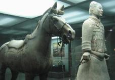 1975年陕西省临潼县发现秦代兵马俑