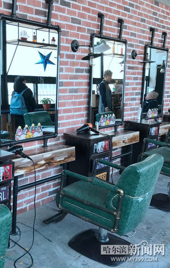 潮牌店的装修明显不同于传统美发店.-哈尔滨美发业兴起潮牌店 可以