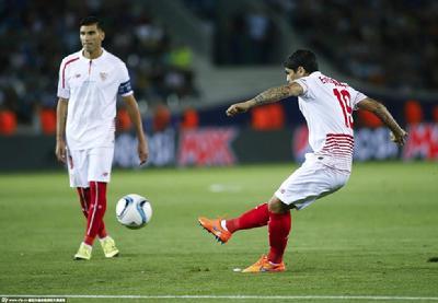 巴内加任意球首开记录,可是立即被梅西的高光掩盖。