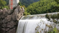 女子落水外甥施救 黄山景区3游客溺亡
