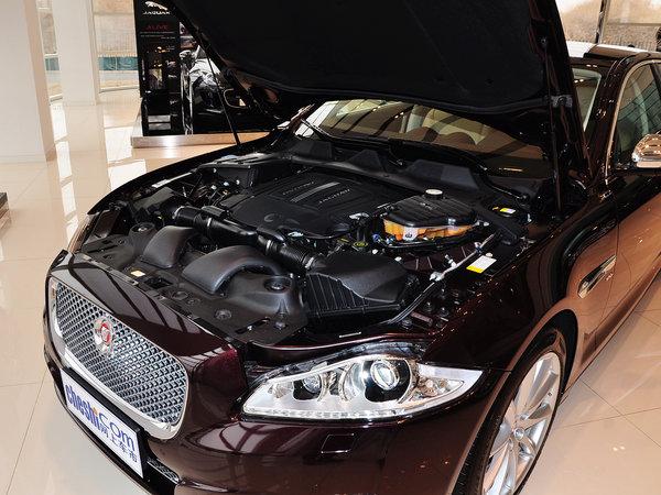 捷豹  XJL 3.0 SC 发动机主体特写