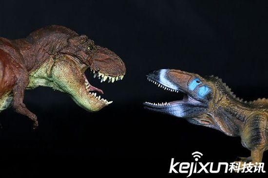核心提示:史前时期,地球上层生活过很多凶残危险的 动物,其战斗能力十分惊人。不过随着不断演化,许多新型态的生命诞生,而许多如恐龙般的强大生物则走向灭绝。下面,一起来看看史前十大凶残危险动物!  10、泰坦蟒 恐龙灭绝后,泰坦蟒便成为地球上的丛林之王了,这种巨蟒身长超过了12米,长度可以比拟一辆校车,重量和一辆轿车差不多,其中最粗的地方相当于人类的腰围,科学家通过它巨大的尺寸推测出赤道圈的温度,相比之前的预测温度更高。  9、巨猿 巨猿曾经是地球上最大的灵长类动物,它是金刚的真实写照,这种怪物直立时可达3