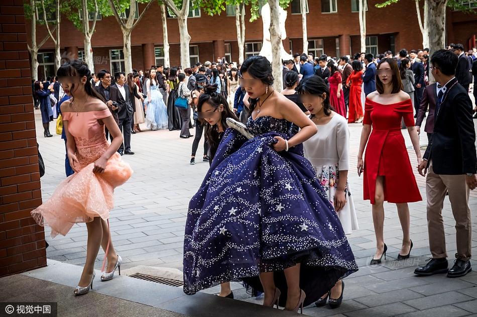 围观北京贵族学校成人礼:1年学费17万