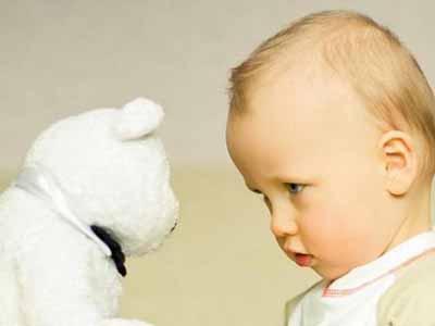 生儿7个表现更聪明 宝宝智商高的3个迹象 宝宝聪明看睡姿就知道 新