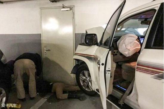 事故名侦探 11 女司机竟然开车 穿墙