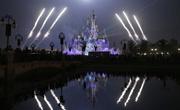 """上海迪士尼点亮""""奇幻童话城堡"""""""
