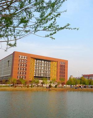 郑州航院图书馆:静与美