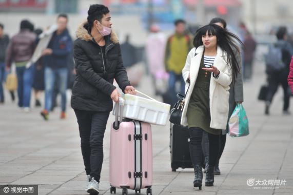 青岛:大风降温 强冷空气相伴春运