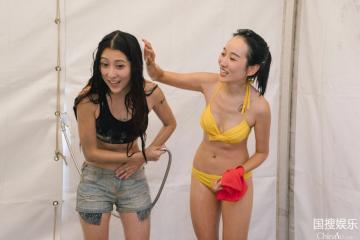 美女主播洗澡遭偷拍