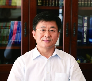 《典范英语》专家委员会成员霍庆文先生