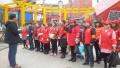 """凤县百名志愿者走上街头 清理城市""""牛皮癣"""""""