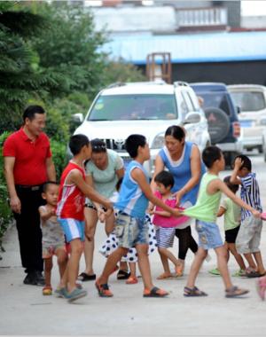 李新均:让员工带着孩子上班的老板