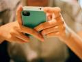 中学生开学消费:电子产品花费三四千 人手一部手机