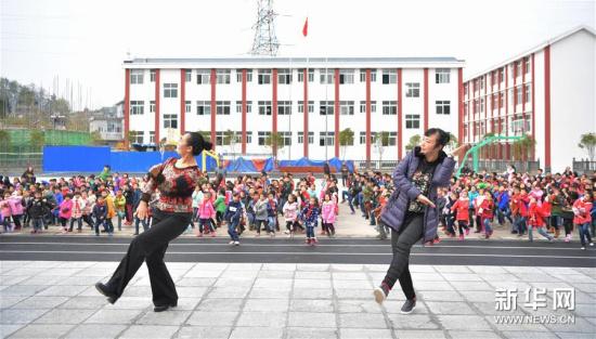 摆手舞传承进校园 图图片