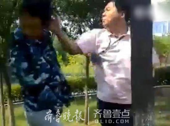 学生军训迟到被老师扇耳光 涉事者被停职图片